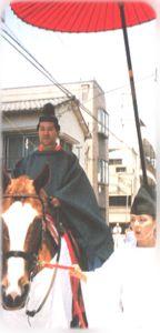 騎乗の鈴木弥宜